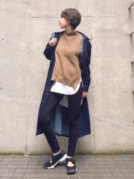 黒レギンスパンツ×デニムシャツコート