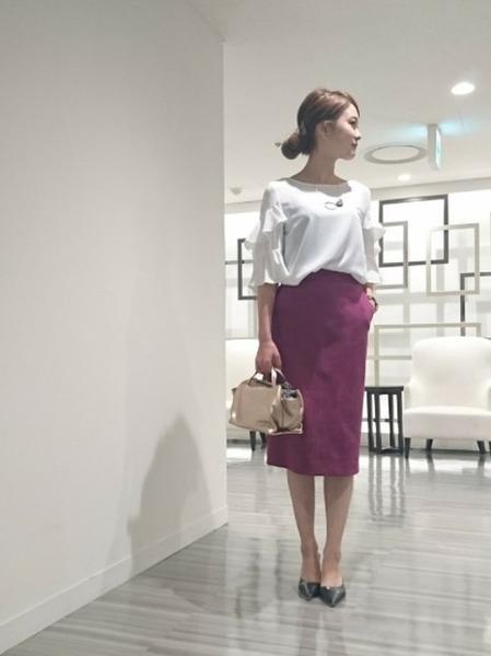 白ブラウス×紫スカートコーデ