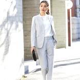 女性用パンツスーツの春の着こなし《2021》おしゃれに差をつけるトレンドコーデ