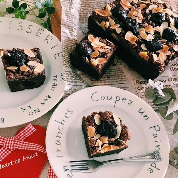 ブラウニー、チョコレート、ケーキ、アーモンドスライス、スイーツ。