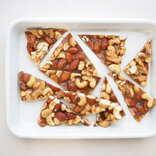 【簡単おやつレシピ】あの味をお菓子にアレンジ。「味噌とナッツのヌガー」