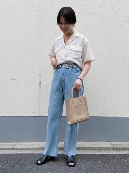 ベージュシャツ×ボーイフレンドデニムコーデ