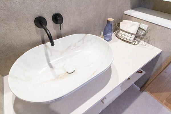 大きな楕円形の洗面シンク