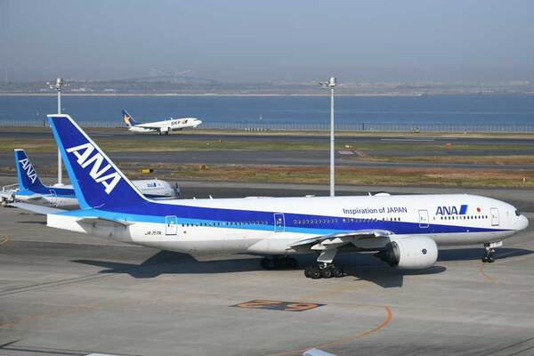 ANA(ボーイング777-200型機、JA717A)
