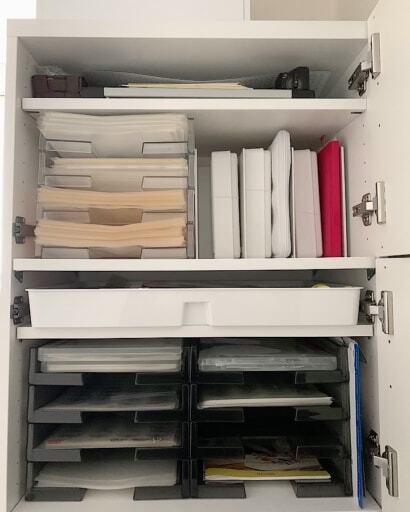 棚板の調節ができる既成の家具