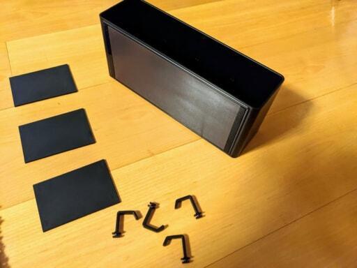 山崎実業のTOWERシリーズの黒の長方形の収納ケースと仕切り板とフック