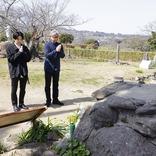 小池徹平&堤幸彦が舞台『魔界転生』のゆかりの地、島原・天草を巡り、祈りを捧げる コメントが到着