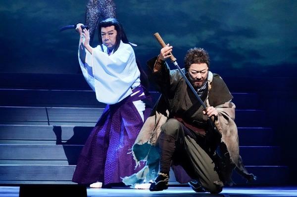 (左から)古田新太、阿部サダヲ   撮影:田中亜紀
