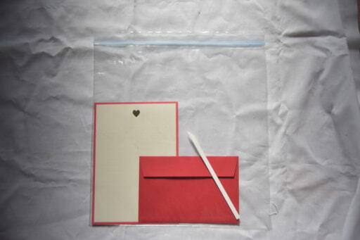 密閉袋に保管した手紙とムエット