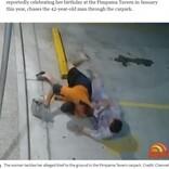 """傷だらけでひったくり犯からバッグを取り返した55歳女性 執念の追跡で""""忍者おばさん""""とあだ名が付く(豪)<動画あり>"""