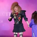 遠藤憲一、膝上ミニスカのOL姿でTGC登場! EXIT「X JAPANにも見える(笑)」