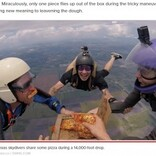 上空4千メートルで落下しながらピザパーティー 「もう1回やりたい」とダイバー(米)<動画あり>
