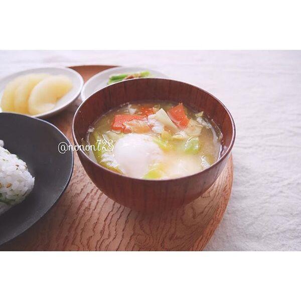 海鮮丼の献立に合う!落とし卵のお味噌汁