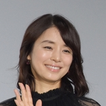 石田ゆり子 やることあるのに「弦を張り替えに」 アコギ弾く姿に「フォーム完璧です」「わかります!」