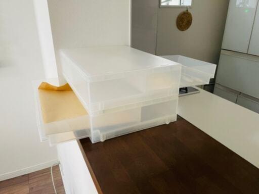 無印良品のポリプロピレンケース引き出し式を、キッチンカウンターで使っている様子