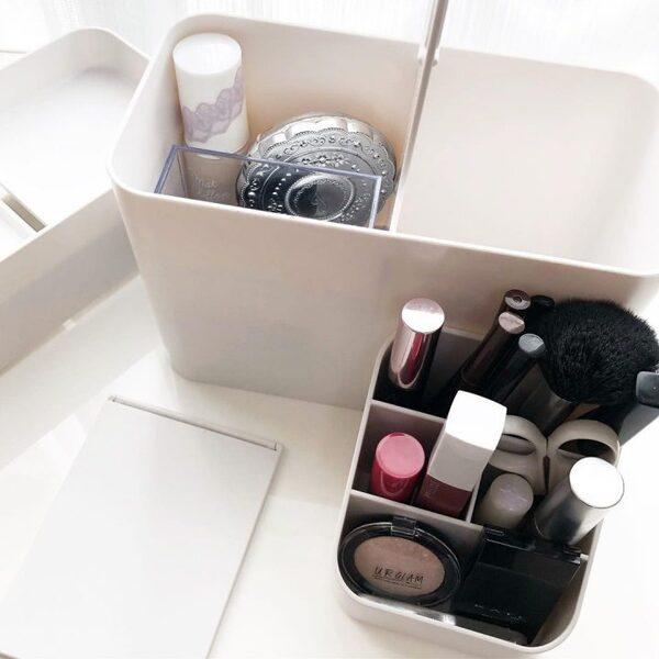 おしゃれなメイクボックスを使った化粧品収納