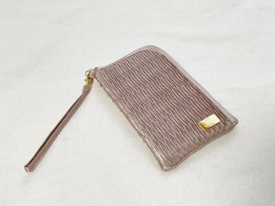 ダイソーで買えるNaRaYa(ナラヤ)のモバイルバッグ