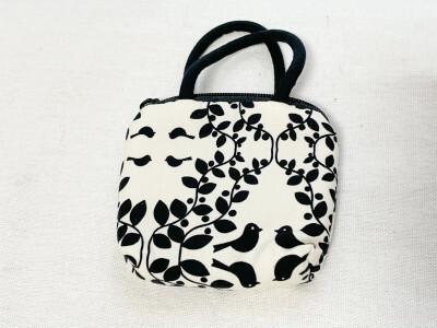 ダイソーで買えるNaRaYa(ナラヤ)のコインハンドバッグ
