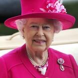 エリザベス女王、コーギーの子犬2匹を新たに飼い始める