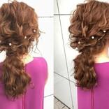 結婚式などのお呼ばれの日に! 華やぐ「パールピン」のまとめ髪アレンジ3選