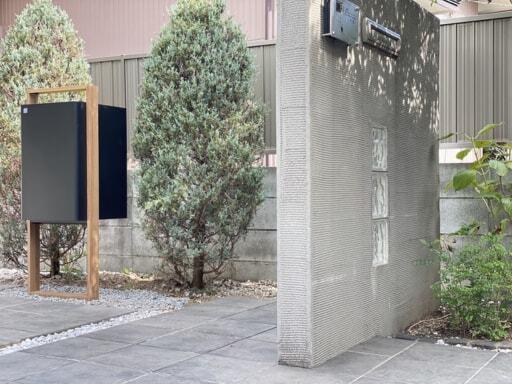 LIXILの「スマート宅配ポスト」を設置したエントランス