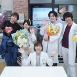 『監察医 朝顔』山口智子、志田未来らクランクアップ 最後の法医学教室を万感の拍手が包む