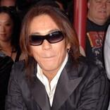 B'z松本孝弘が還暦 赤い革ジャン&赤ギターでキメたショット「最高にROCK」の声