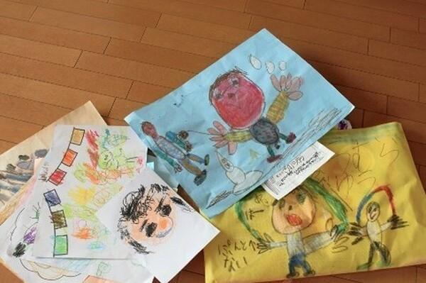 子どもが学校から持ち帰る作品は「ほめる」「飾る」を意識して「記憶に残せば」気分よく手放せます。