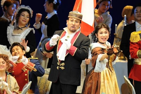 ドン・プロフォンド 伊藤貴之:歌劇「ランスへの旅」(2015.4 フェスティバルホール)  写真提供:朝日新聞文化財団 (C)Naoko Nagasawa