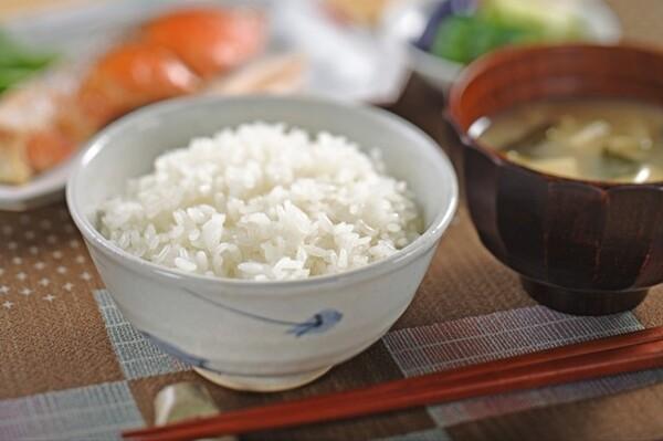 ご飯に「茶碗」、味噌汁に「お椀」を使う理由とは? そもそも、ご飯を食べる器を「茶碗(お茶碗)」と呼ぶのはなぜ?