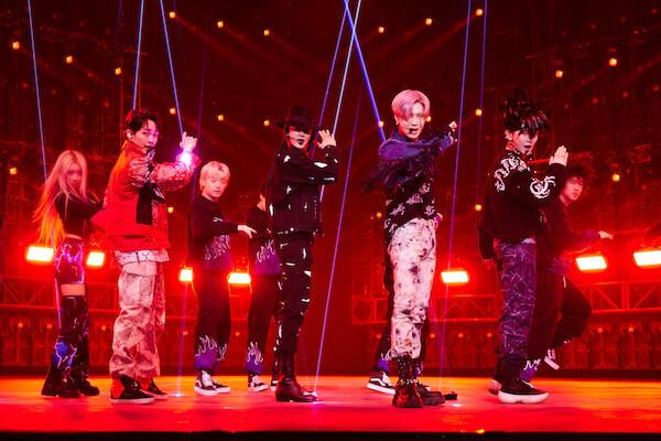 SHINee_Beyond LIVE2_左から:オンユ、ミンホ、テミン、オンユ.jpg
