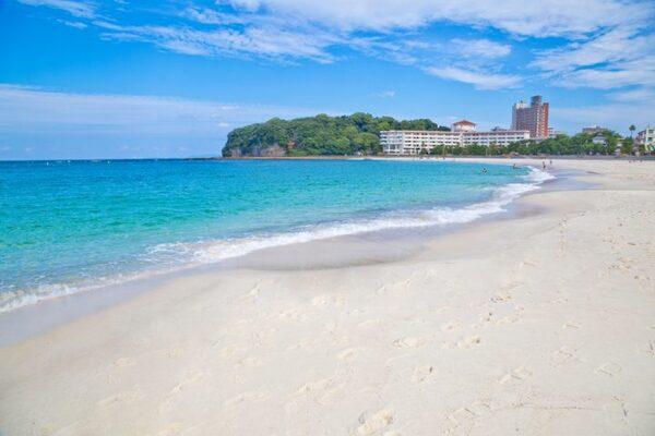 絶景の白い砂浜「白浜」