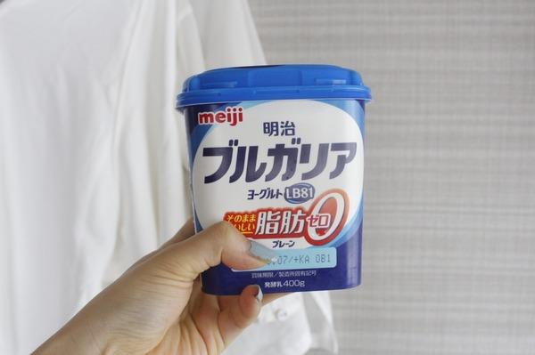 スムージーの材料のヨーグルト