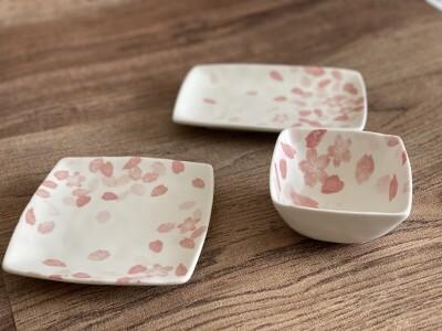 セリアの食器「舞桜」シリーズ 各110円(税込)