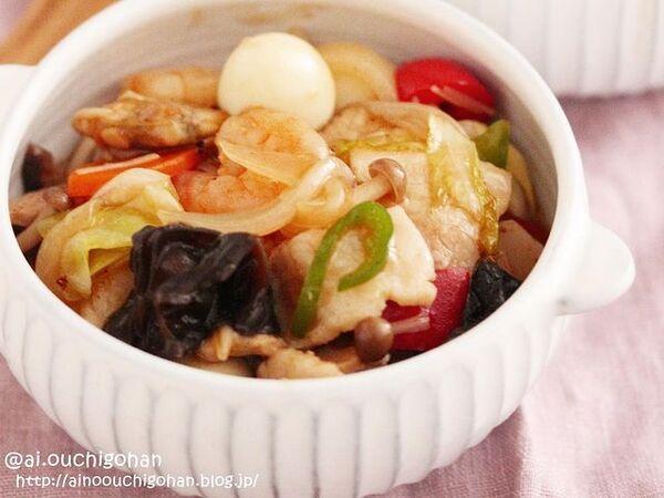 中華炒め、八宝菜、野菜、にんじん、玉ねぎ、イカ、きくらげ、ピーマン、うずら卵、エビ、しめじ。