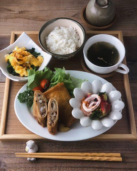 春巻き、れんこん、イカ、マリネ、ご飯、スープ、お膳。