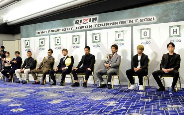 抽選の結果順に着席するファイターたち (C)RIZIN FF