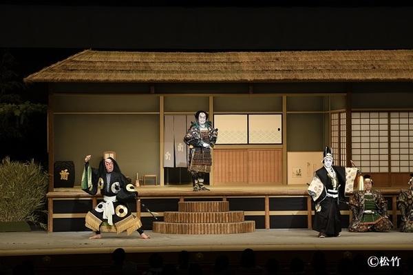 『絵本太功記』左より、佐藤正清=坂東彌十郎、武智光秀=中村芝翫、真柴久吉=中村扇雀