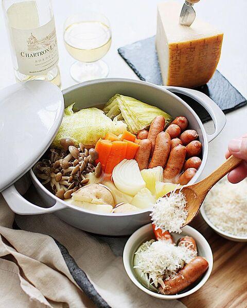 ポトフ、キャベツ、玉ねぎ、人参、シュレッターチーズ、しめじ、スープ、煮込み、ウィンナー