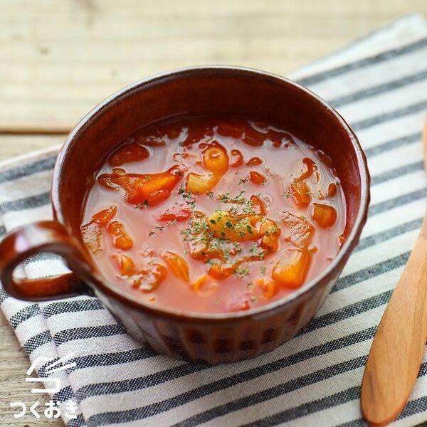 ミネストローネ、スープ、人参、キャベツ、玉ねぎ、ベーコン、トマト。