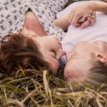 寝相の悪さは愛情の証♡男が本命女性とだけやる「寝る時の体勢」