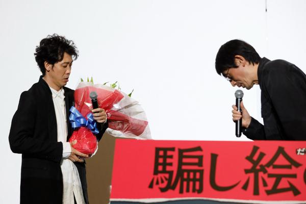 左から、大泉洋、吉田大八監督