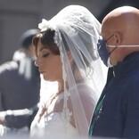 レディー・ガガ、純白のウエディングドレス姿に 新作映画の撮影風景をキャッチ