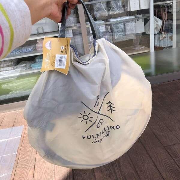 スリーコインズのカーテン付きPOPUPテントのバッグの写真
