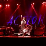 藤井フミヤ、全国ツアー東京公演で「ギザギザハートの子守唄」「涙のリクエスト」などチェッカーズ時代の曲を大放出