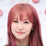 LiSA 金髪&青緑から再び赤髪に戻す 海外ファンは色変化に混乱「人間なの?カメレオンなの?」