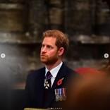ヘンリー王子、英国に到着する姿が目撃される 祖父の葬儀に出席するため急遽1人で帰国