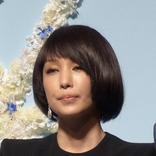 中島美嘉 ブルーが入ったツイッギーショートの新ヘアに反響「ミステリアスな雰囲気で素敵」「かっこいい」