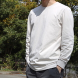 ユニクロの「エアリズム長袖Tシャツ」は、袖と首元がヨレないからずっと美シルエットをキープできるんだ マイ定番スタイル