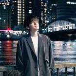 内田雄馬、美しい夜景をバックに歌唱する「初恋」リリックビデオを公開